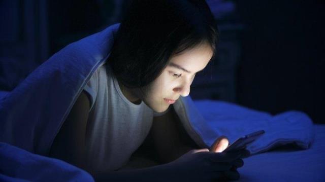 Dampak Buruk Sering Begadang dan Tidur Lama di Siang Hari