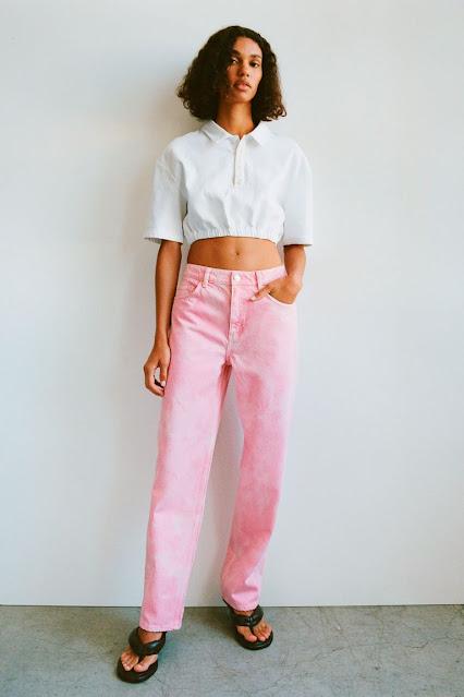 Pantalón vaquero ancho rosa de zara primavera 2021