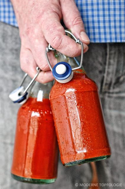 Ketchup selbstgemacht in Bügelbierflaschen gefüllt.