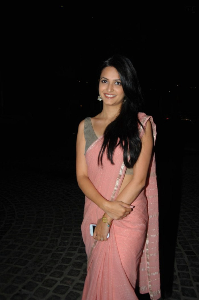 Kriti Kharbanda Latest Cute Pics in Pink Saree