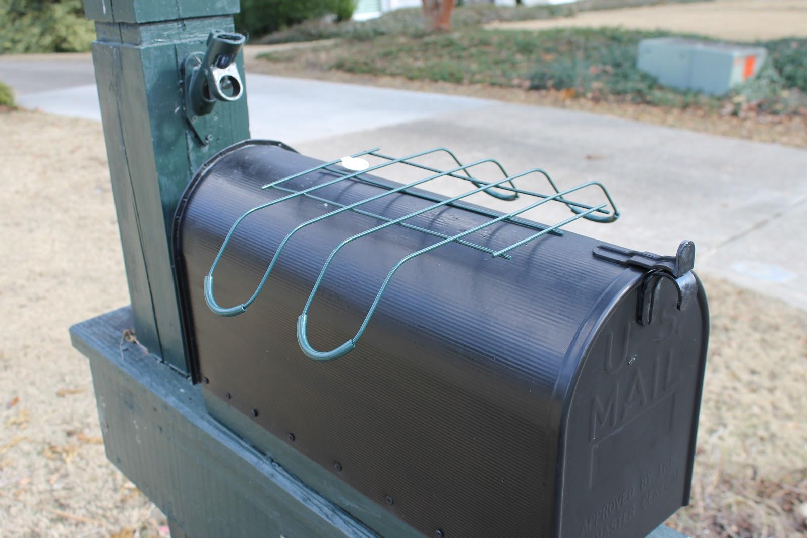 Curly Deco Mesh Mailbox Topper | Miss Kopy Kat