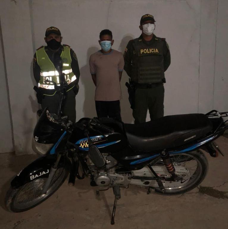 https://www.notasrosas.com/Por hurtar una motocicleta, lo capturan en Riohacha