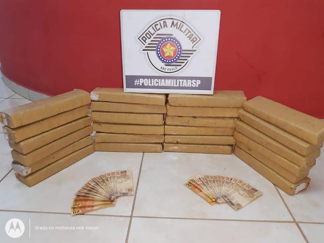 Policia Militar de Adamantina Prende 2 Homens por trafico de drogas com mais de 20 tijolos de Maconha durante Fiscalização de Trasito