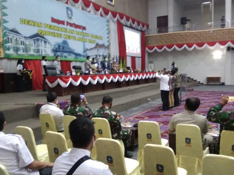 Pjs.Gubernur Kepri Menyerahkan Nota Keuangan dan Ranperda APBD Tahun 2021