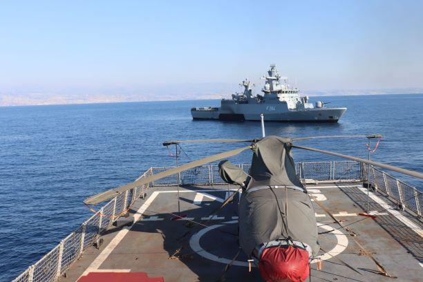 KRI Sultan Hasanuddin 366 Latihan Towing Dengan Kapal Perang Jerman di Laut Mediterania