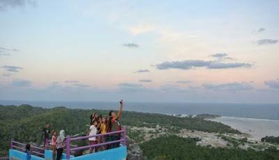 dengan pemandangan yang menakjubkan serta panorama daerah pantai di Desa Kuli yang eksot MENIKMATI PANORAMA INDAH TANGGA 300 MANDO'O DI ROTE NDAO