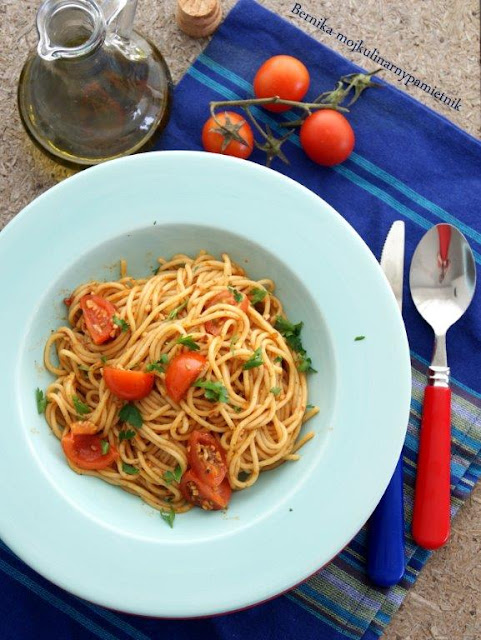 makaron, pesto, pomidory, obiad, bernika, kulinarny pamietnik