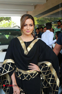 Bollywood Actress Sana Khan Launches Aakrithi Exibition  0051.JPG