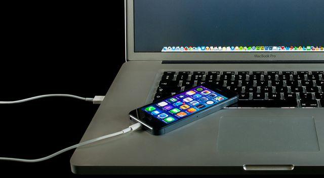 Bahaya mengisi baterai Handphone di Computer atau Laptop bisa dihack
