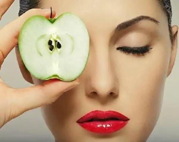 اكتشفي فوائد قناع التفاح لعلاج مشاكل البشرة