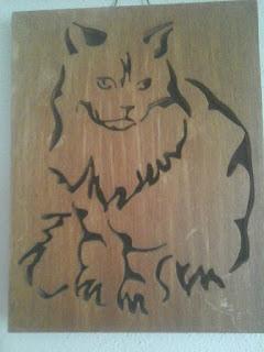 ritratto gatto persiano in legno realizzato con seghetto da traforo elettrico