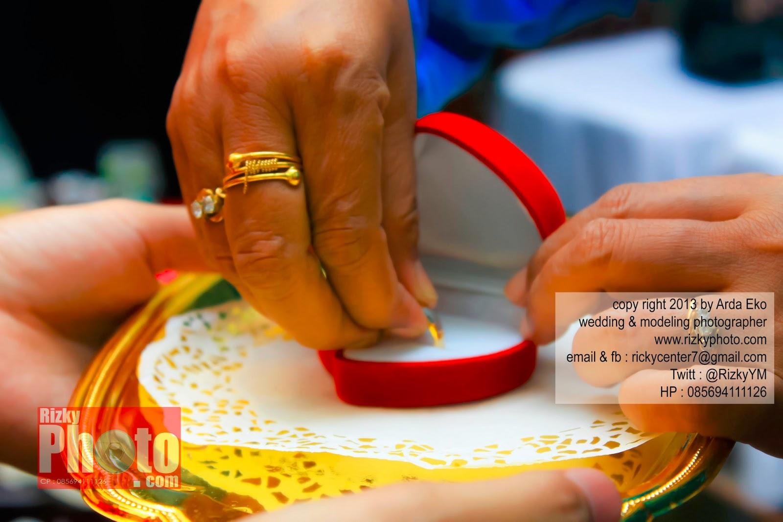 Lihat Fotografer Surabaya Prewedding Dokumentasi Wedding: Rizky Yuniar Mauludi - Wedding