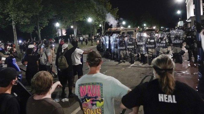 Aksi Demo Usai Polisi AS Tembak Warga Kulit Hitam Berujung Ricuh