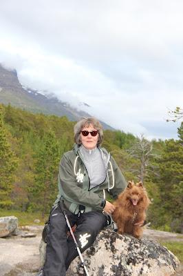 Tuula koiransa kanssa