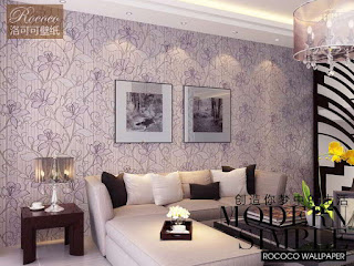 Memasang Hiasan Dinding Bermotif Batik