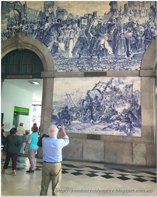 Algunas de las escenas en azulejos