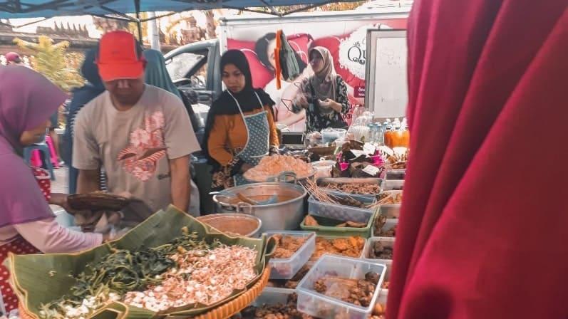 Menjajal Nasi Pecal, Kuliner di Car Free Day Renon, Denpasar
