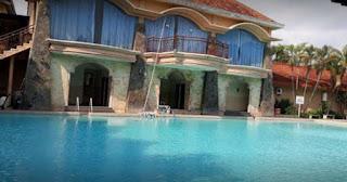 Kolam renang Hotel Palm Bondowoso