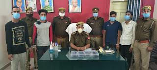 झाँसी पुलिस द्वारा चोरी के 5 मोबाइल फ़ोन सहित 4 शातिर चोरों को गिरफ्तार किया