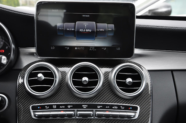 Mercedes C300 AMG 2017 sử dụng Hệ thống giải trí và các tiện ích tiên tiến nhất