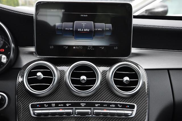 Mercedes C300 AMG sử dụng Màn hình TFT 8.4 Inch