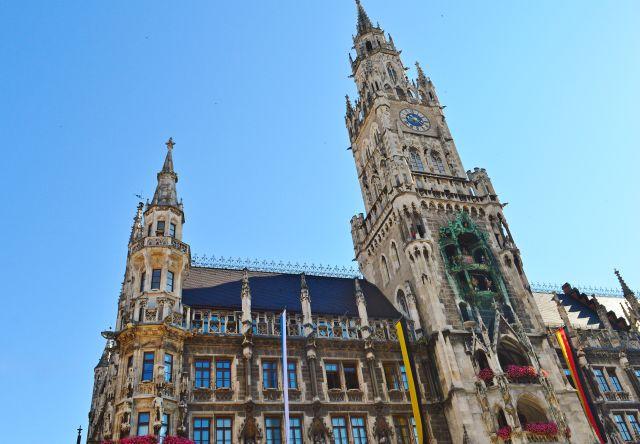monaco-marienplatz-torre-orologio-poracci-in-viaggio