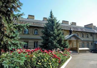 Микільське, Будинок милосердя, трапезна для паломників з домовиком храмом Самсона Странноприїмця