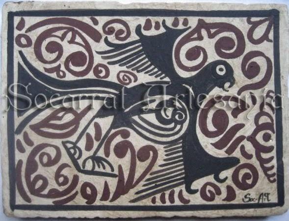 Águila en pleno vuelo pintada en manganeso y rodeada de elementos en almagro