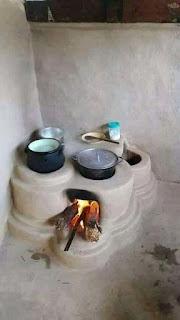 dapur rumah dengan tungku kayu