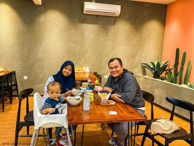 makan bersama kelaurga di Bubur dan Mie Ayam Mandala, Merauke