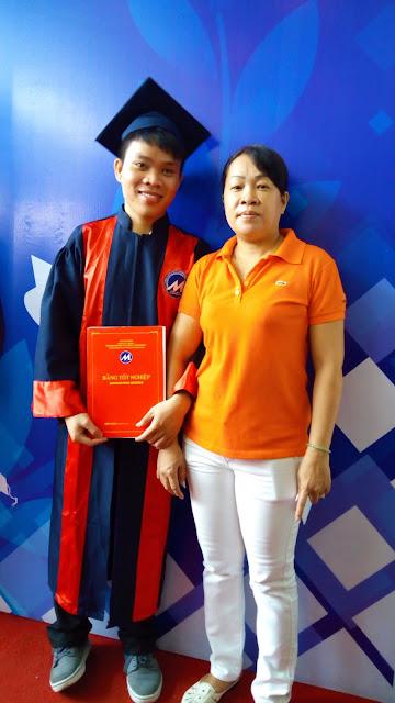 Khang Nguyễn và mẹ