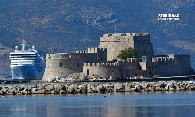 Silver Moon: Στο Ναύπλιο η επιτομή της πολυτέλειας - Ποια κρουαζιέρα του στοιχίζει 46.000 ευρώ