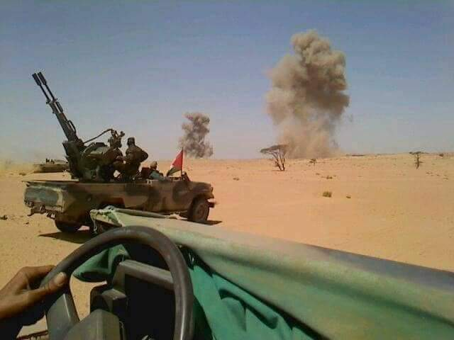 El Ejército Saharaui dirige una batalla contra las fuerzas marroquíes en el noreste del Sáhara Occidental.