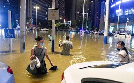 Τουλάχιστον 12 νεκροί από τις πλημμύρες στη νοτιοδυτική Κίνα