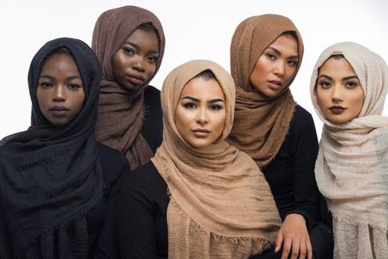 """Warna Kulitmu Tidak Sesuai dengan Hijabmu? Mungkin """"Skin"""" Inilah Solusinya"""
