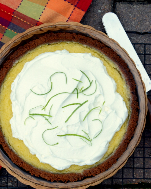 Easy Margarita Pie ♥ KitchenParade.com, it tastes just like a good margarita!