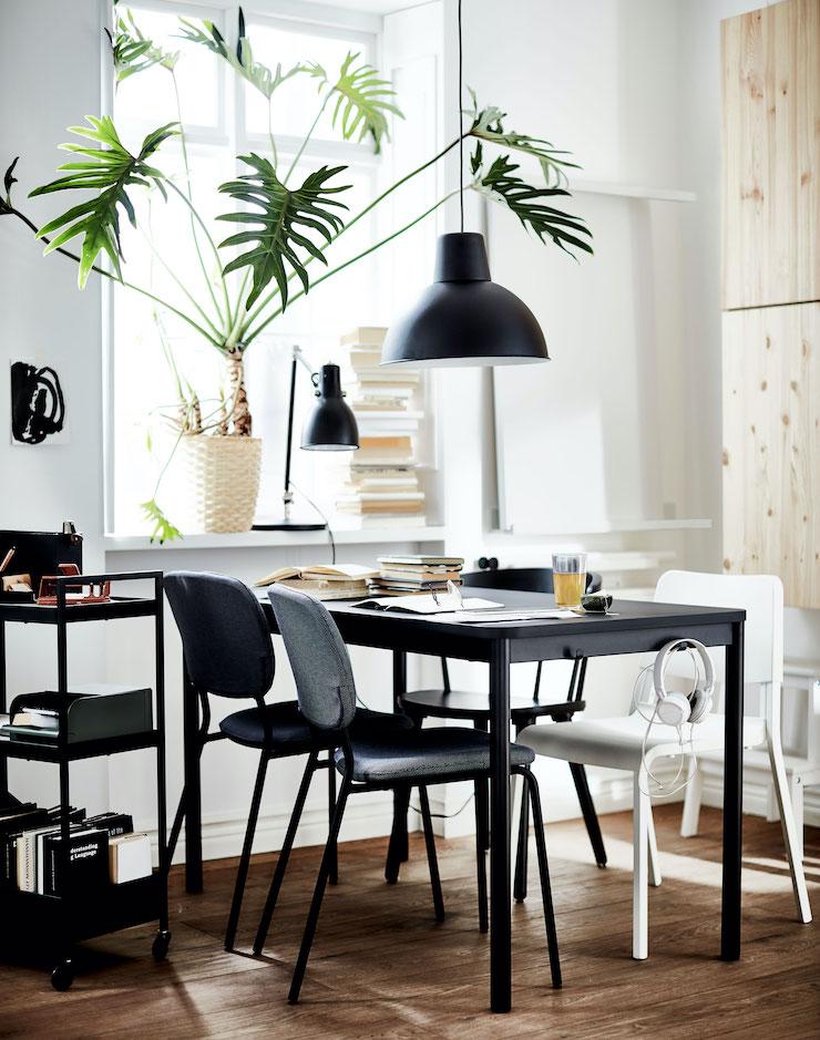 Cocina de IKEA con zona de office.