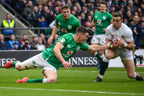 George Ford of England gets to the ball ahead of Jonny Sexton of Ireland to score