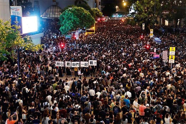 Người dân Hong Kong bất khuất