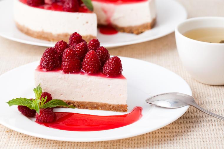 bijela-švarcvald-torta-deserti-kolači-torte-slatkiši-recepti-maline