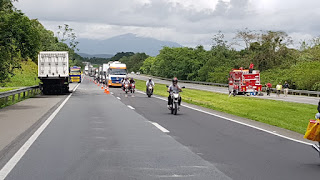 Incêndio em Carreta interditada Régis Bittencourt em ambos os sentidos em Jacupiranga