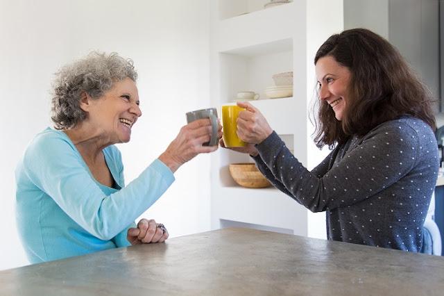 adultos mayores y la risa, el buen ánimo