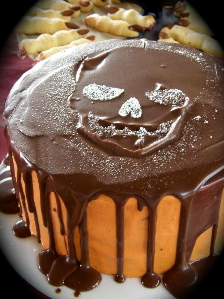 Einfache Halloween Torte mit Buttermilch und Schokoladenguss