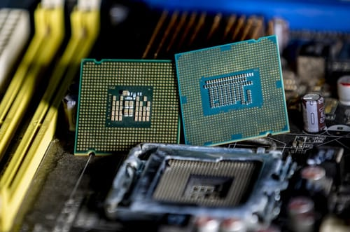 Intel and AMD processors contain new security holes