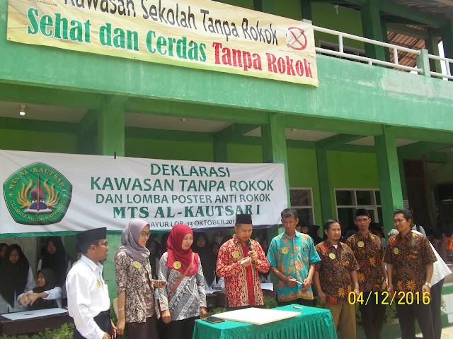 Madrasah di Karawang Deklarasi Kawasan Tanpa Rokok