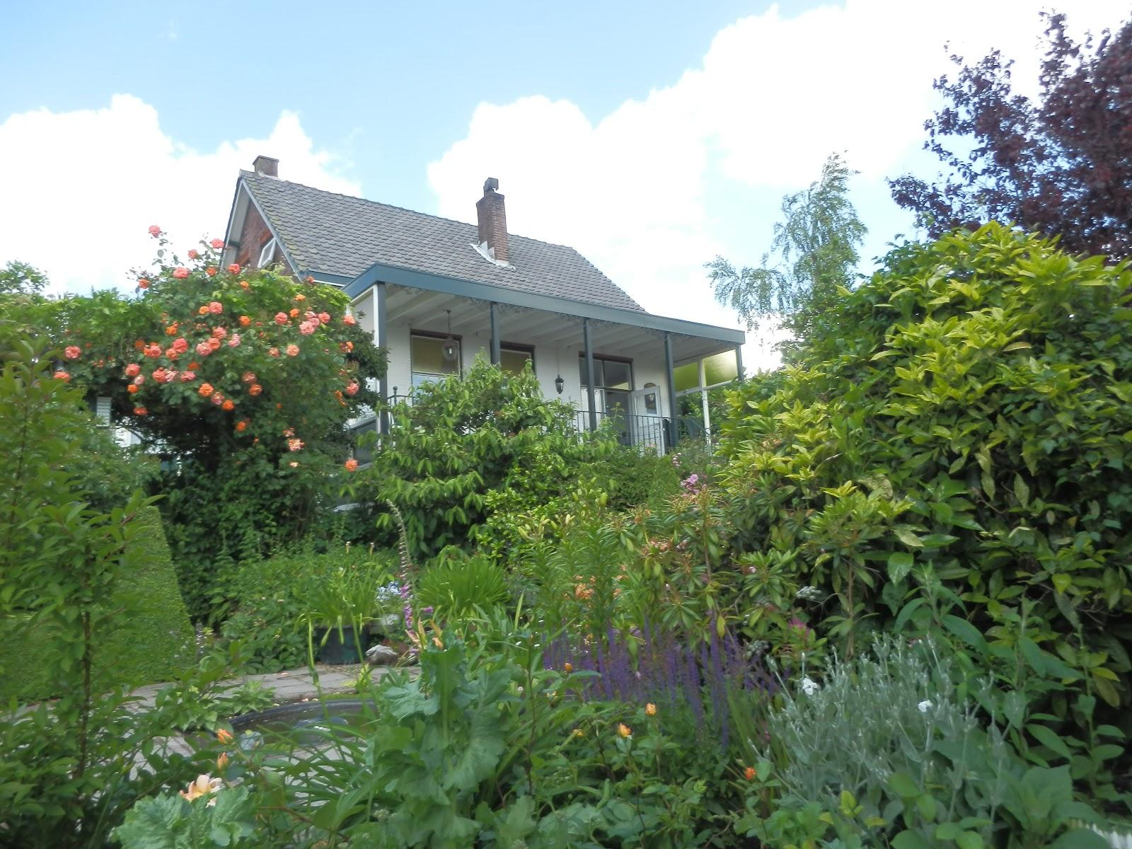 Het bloeiende buitenleven een wandeling door de tuin deel ii for Beneden tuin