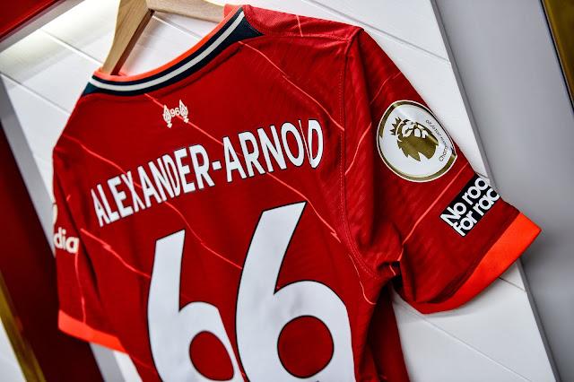 قميص أرنولد الجديد مع ليفربول 2022
