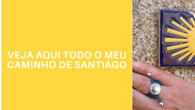 mão com anel e azulejo do Caminho de Santiago