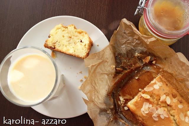 Kardamómový chlebík s bielou čokoládou a mandľami