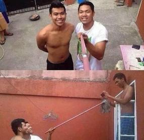 Smešna fotografija pravljenja selfija pomoću selfi štapa